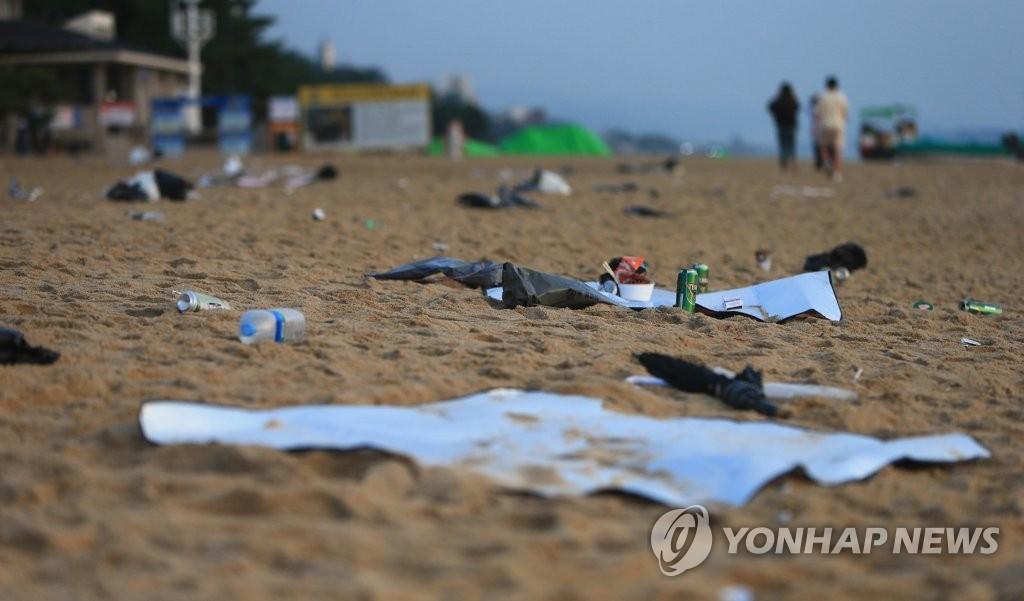 푹푹 찌는 초복…전국 해수욕장과 계곡에 피서객 '북적'