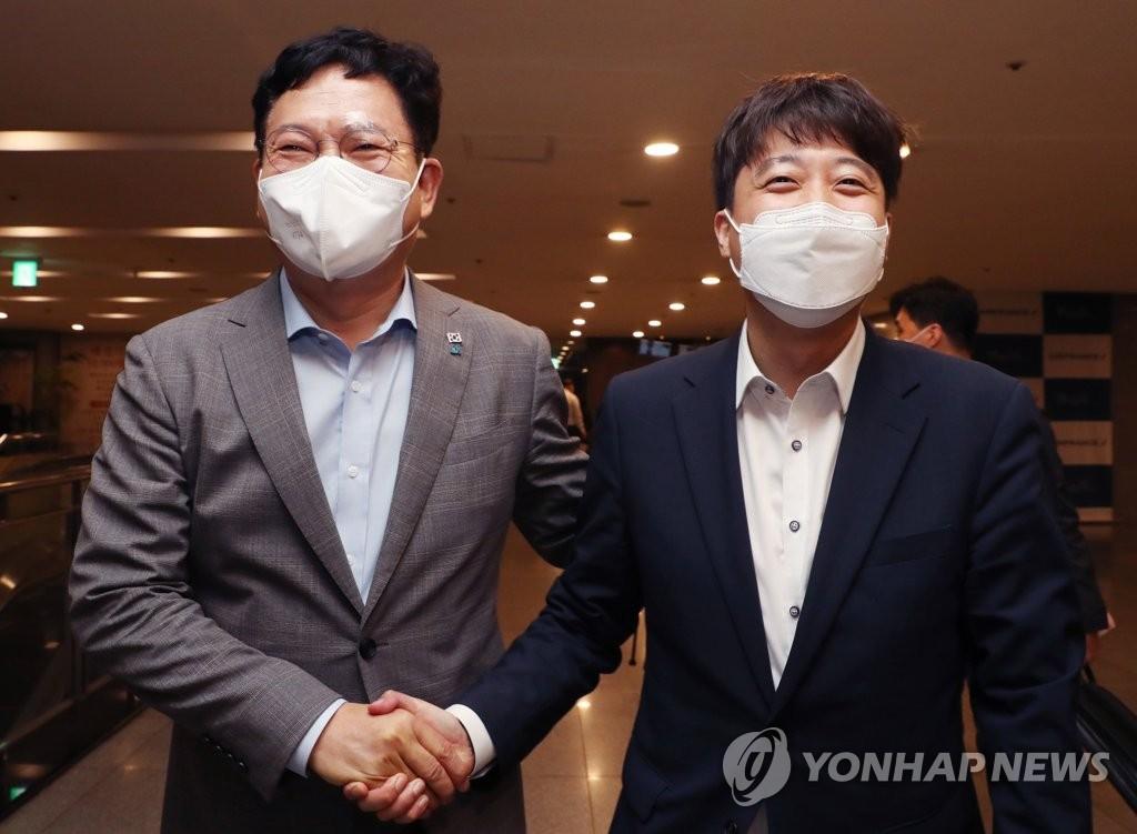 여야정협의체 내달 중순 개최 추진…文대통령-이준석 첫 대면(종합)
