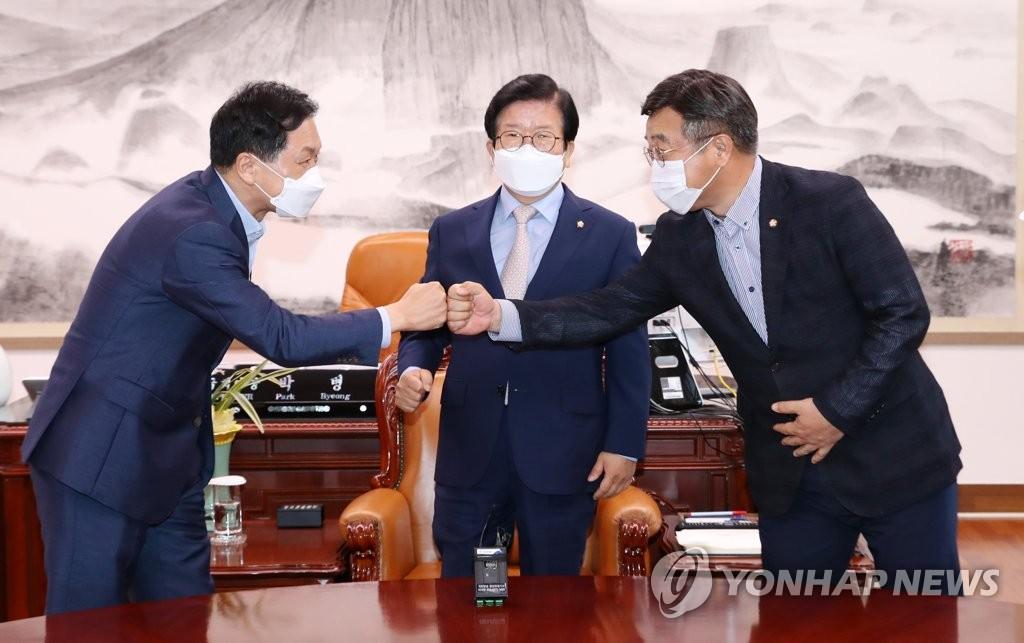 박의장 '후반기 野 법사위' 최종중재안 제시…국힘 반발