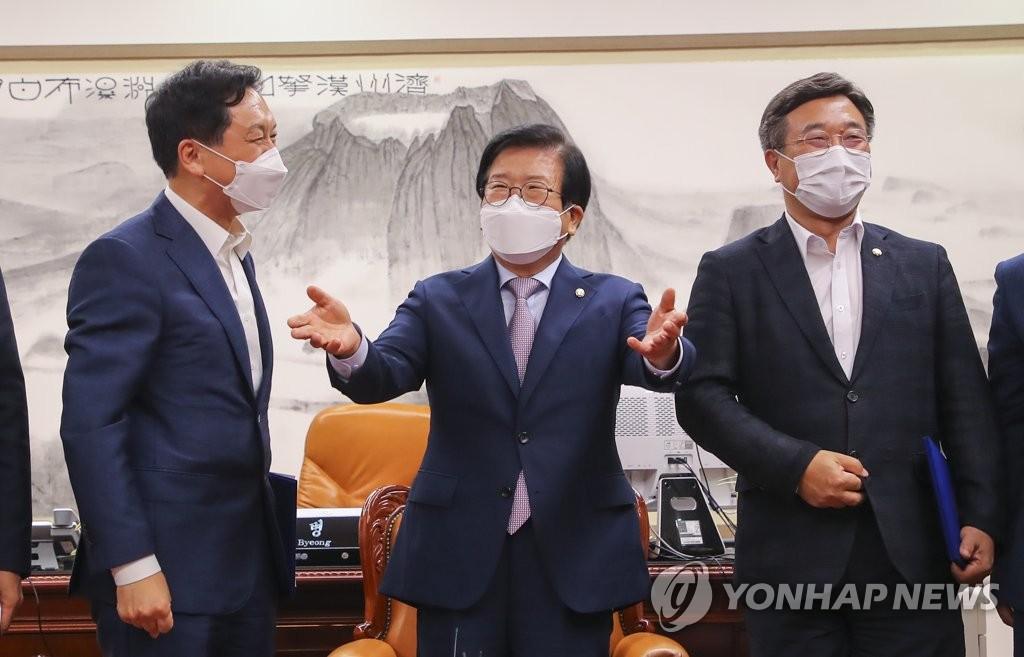 """""""법사위 내주고 무슨 개혁?""""…與 '당원 문자폭탄'에 몸살"""