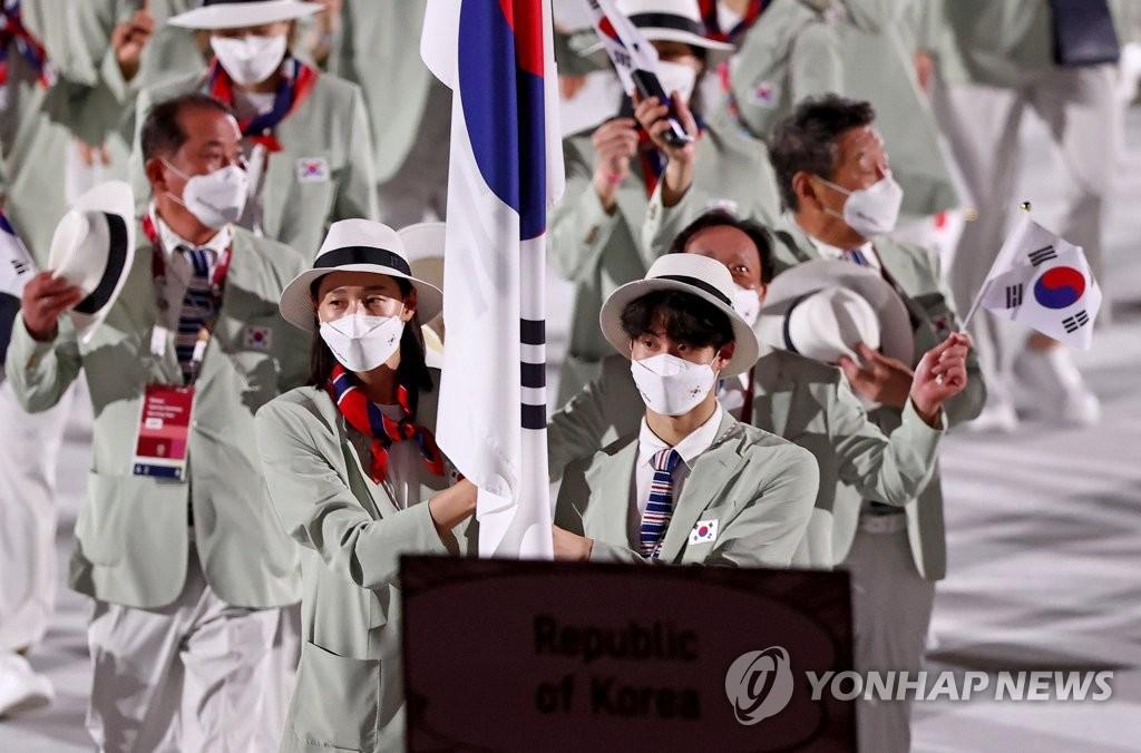 [올림픽] NBA 스타 밀스부터 배구여제 김연경까지…나라 대표한 기수들