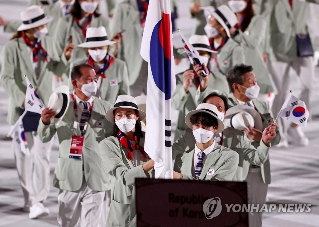 [올림픽] 말풍선·게임음악·마스크·전통복…그리고 근육남 둘