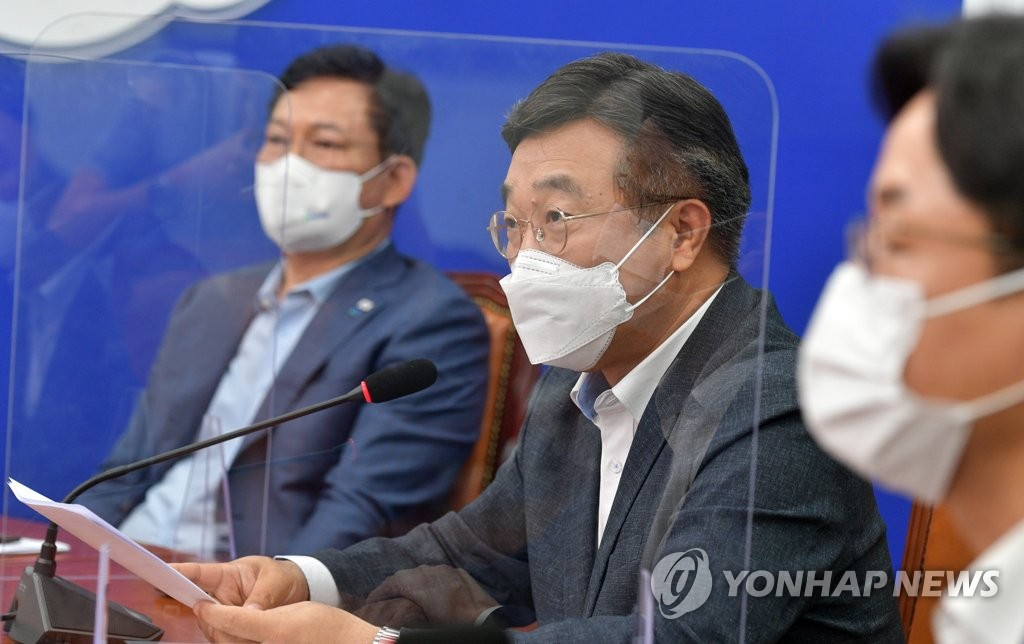 """민주당 """"임대차법 보완책 마련""""…신규 계약에도 전월세상한제?"""