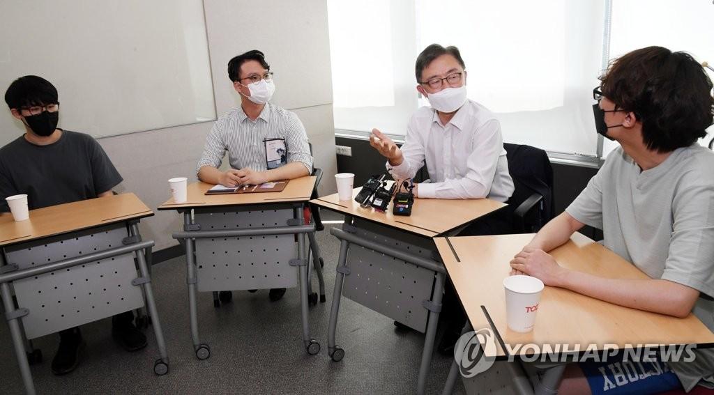 정치입문 한달 崔, 지지율 상승곡선…尹 입당이 첫 고비
