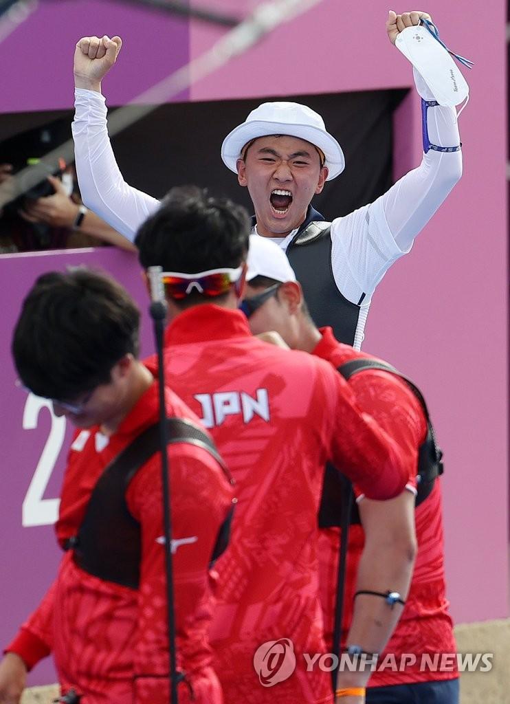 [올림픽] 양궁 한일전 '2.4㎝'에 승부 갈렸다…김제덕의 결정적 10점(종합)