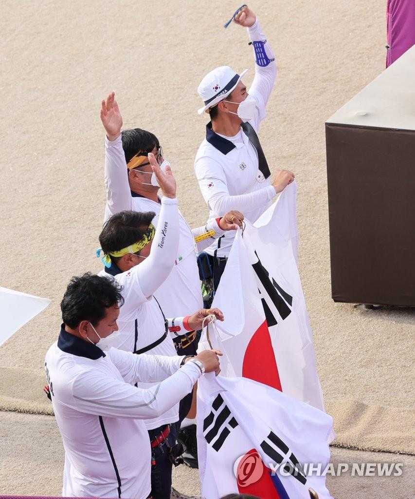 [올림픽] 양궁, 남자 단체전도 금메달…전 종목 석권까지 '-2'(종합)