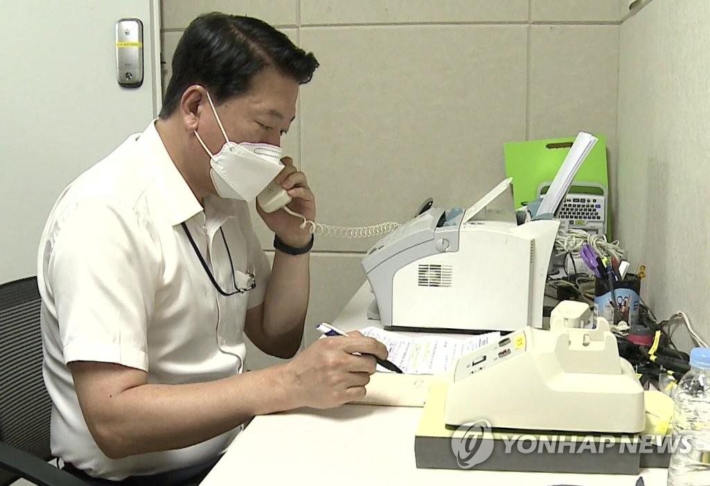 남북 통신연락선 전격 복원에 경협주 급등(종합)