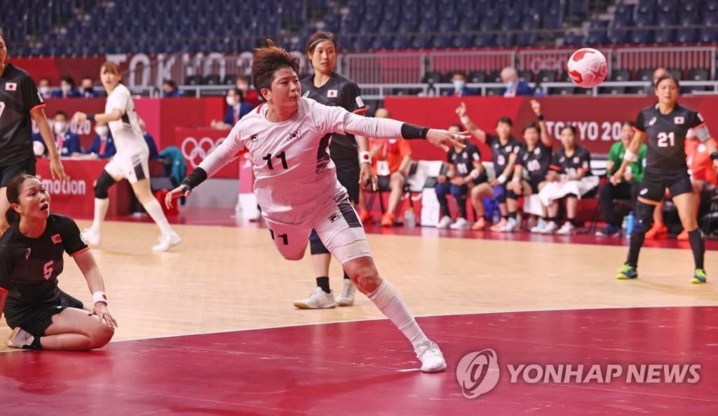 -올림픽- 여자 핸드볼, 일본 꺾고 첫 승…한·일전 15연승 '절대 우위'
