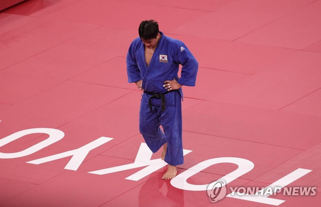 -올림픽- 조구함, 통한의 연장 석패…日 울프에 져 100㎏급 은메달