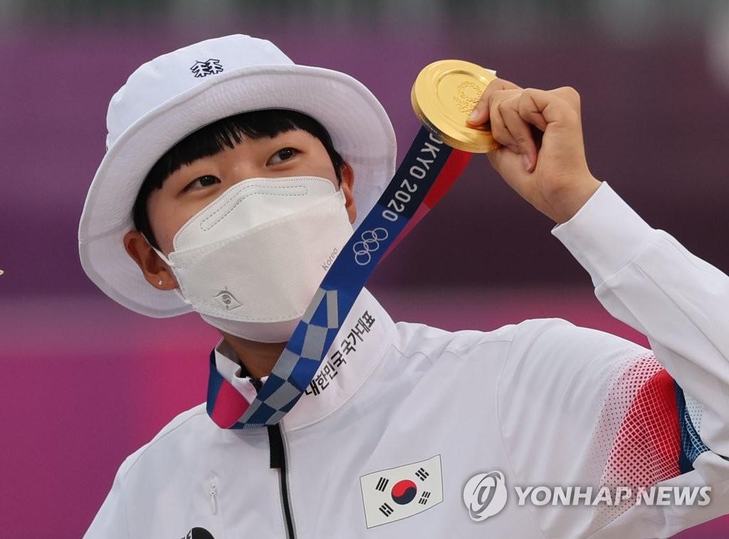 """[올림픽] 참았던 눈물 쏟은 '3관왕'…안산 """"심장 터질 것 같아요""""(종합)"""