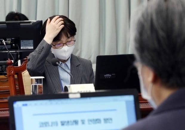 기모란 방역기획관(왼쪽)과 정은경 질병관리청장(오른쪽) 사진=연합뉴스