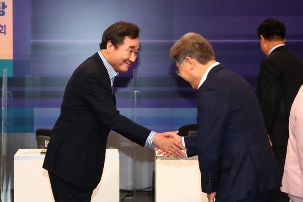 더불어민주당 대선 주자인 이재명 경기지사(오른쪽)와 이낙연 전 대표. /사진=연합뉴스