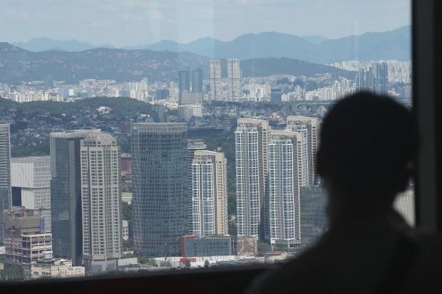 서울 여의도 63스퀘어에서 바라본 서울 아파트. /연합뉴스