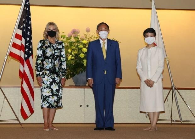 질 바이든 여사(왼쪽)와 스가 일본 총리/사진=연합뉴스