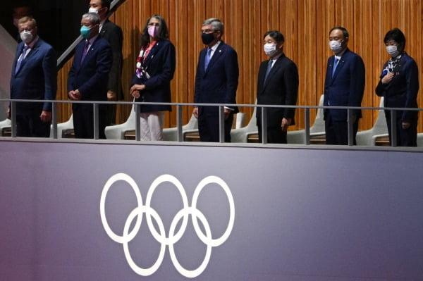日 금메달 최다 기록…올림픽 성과에도 웃을 수 없는 스가 [글로벌+]
