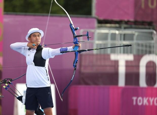 26일 일본 유메노시마 공원 양궁장 도쿄올림픽 남자 단체전 결승전에서 김제덕이 활시위를 당기고 있다. /사진=연합뉴스