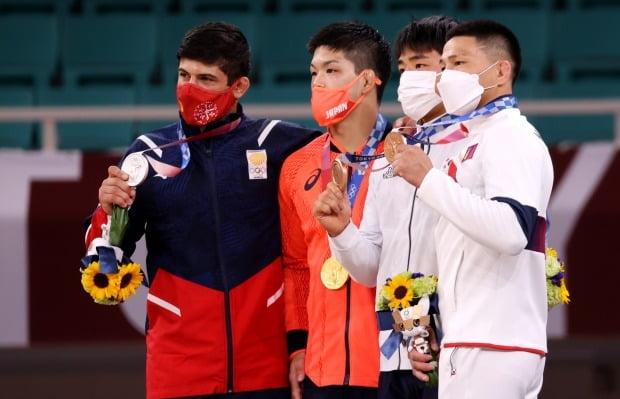 도쿄올림픽에서는 후쿠시마산 리시안셔스(꽃다발 속의 연두색 꽃)가 포함된 빅토리 부케를 제공한다. 사진=연합뉴스