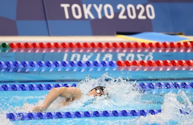 황선우가 27일 일본 도쿄 아쿠아틱스 센터에서 열린 2020 도쿄올림픽 경영 남자 자유형 100m 예선 7조 경기에서 47초97의 한국 신기록을 세우며 준결승에 진출했다. /사진=연합뉴스