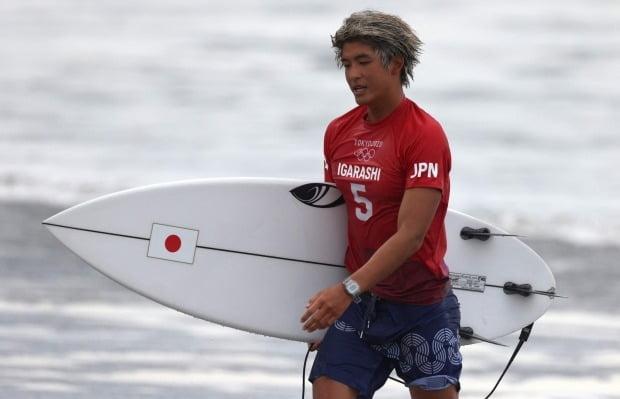 도쿄올림픽 남자 서핑 숏보드 종목에서 금메달을 딴 일본 선수 이가라시 카노아. 사진=AFP