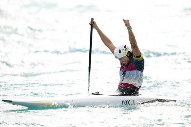 제시카 폭스가 카누 1인승에서 금메달을 차지하고 환호하고 있다. /사진=EPA