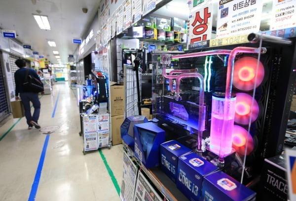 서울 용산전자상가의 컴퓨터 부품 매장. 사진=뉴스1