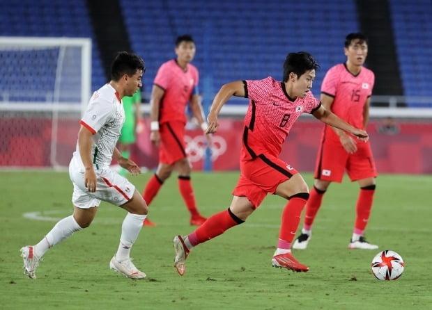 대한민국 이강인이 31일 오후 일본 요코하마 국제경기장에서 열린 '2020 도쿄올림픽' 대한민국과 멕시코의 8강 축구경기에서 드리블을 하고 있다. 사진=뉴스1