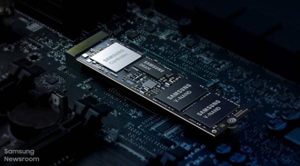 ZNS 기술을 적용한 삼성전자의 기업 서버용 SSD. 한경 DB