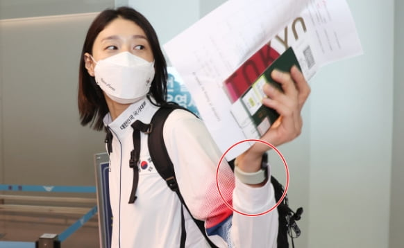 The Galaxy Watch 4 worn by Kim Yeon-kyung of the Tokyo Olympic women's volleyball team when leaving the country / Photo = Yonhap News
