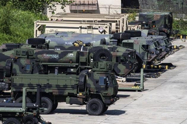 지난 5일 경기 동두천시 주한미군 기지인 캠프 케이시에서 미군 차량들이 대기하고 있다. / 사진=연합뉴스