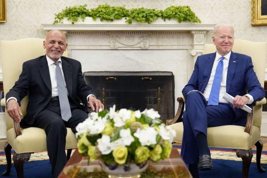 아슈라프 가니(왼쪽) 아프가니스탄 대통령과 조 바이든(오른쪽) 미국 대통령/사진=연합뉴스