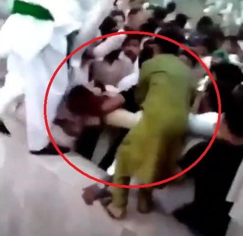 파키스탄 한 공연을 찾은 여성이 수백명의 남성에 둘러싸여 봉변을 당했다. /사진=@Major Surendra Poonia 트위터