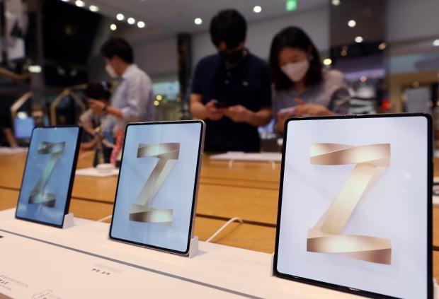 삼성 폴더블폰 흥행 예감에…폴더블 부품주 날았다