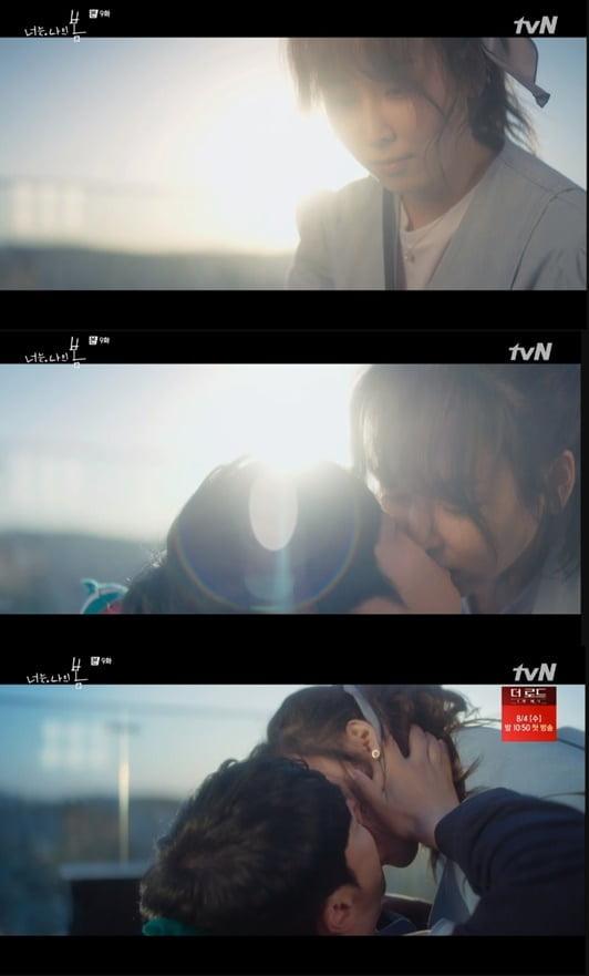 """김동욱, """"가지마요""""...서현진 트라우마 감싼 '딥 키스'('너는 나의 봄')"""