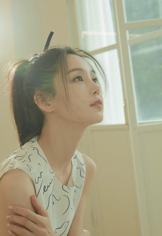 남규리,햇살머금은백옥피부+숨멎분위기'무결점미모' [화보]