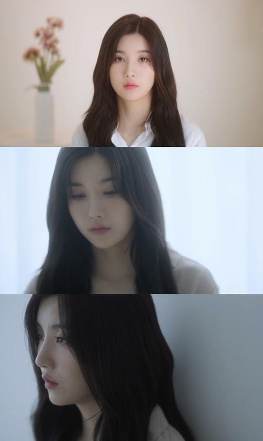 '아이즈원 첫 솔로' 권은비, '비 오는 길' 리릭 포토+트랙 비디오 공개