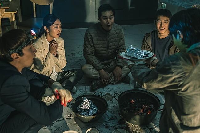 재미X케미X스펙터클 모두 다 낚은 '싱크홀', '싱쿵' 모멘트 스틸 공개