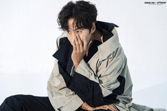 '이선빈♥' 이광수, 무결점 피지컬+독보적 분위기…화보 비하인드 컷 공개