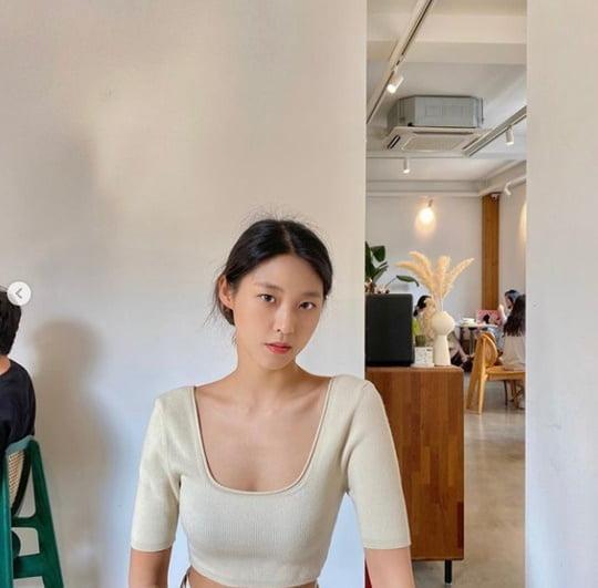 설현, 한 줌 허리+일자 쇄골…치명적 비주얼 [TEN ★]