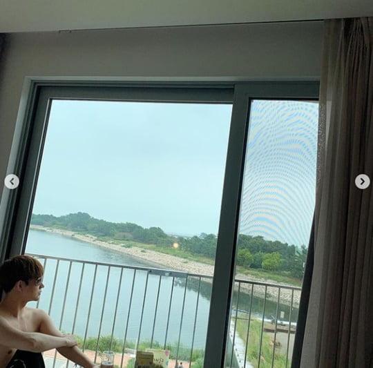 """함소원, '18세 연하' ♥진화 상의 탈의 공개 """"저세상 포스"""" [TEN ★]"""
