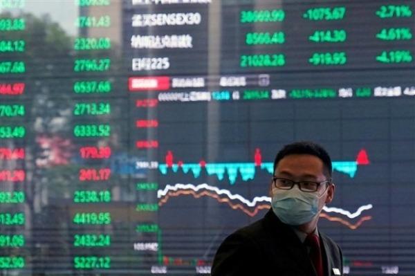 """싱가포르 투자은행인 DBS는 최근 """"중국 정부는 자국의 사회경제적 문제를 해결하기 위해 증시를 얼마든지 희생시키려 할 것""""이라고 지적했다. 사진은 중국 상하이증권거래소의 작년 2월 모습. 사진=REUTERS"""