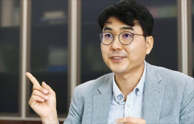 전승호 대웅제약 대표가 3일 서울 삼성동 본사에서 사업 계획을 설명하고 있다.  신경훈  기자
