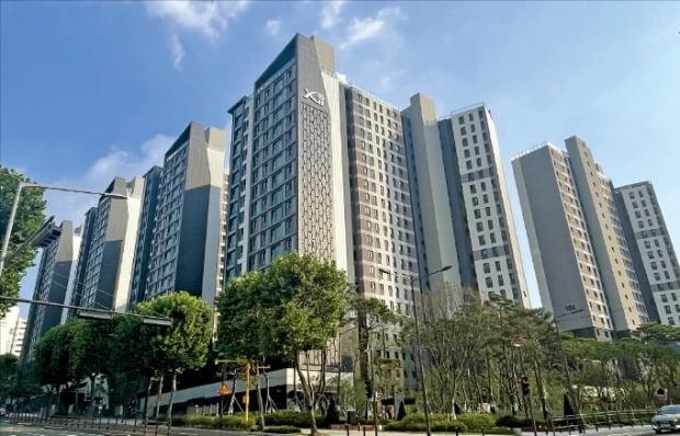 지난달 24일 입주를 시작한 서울 서초구 방배동 '방배그랑자이'. 방배동에 약 3년 만에 들어선 새 아파트다.  /이혜인 기자