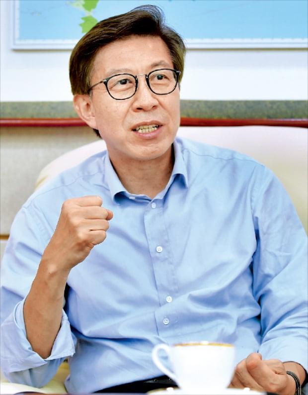 """박형준 부산시장 """"노인·바다밖에 없는 부산…혁신산업 퍼스트무버로 되살릴 것"""""""