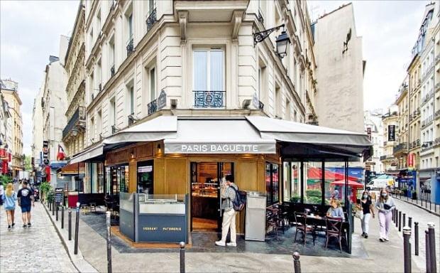 SPC그룹의 베이커리 브랜드 파리바게뜨가 프랑스 파리에 연 '생미셸점' 매장.  /SPC그룹  제공