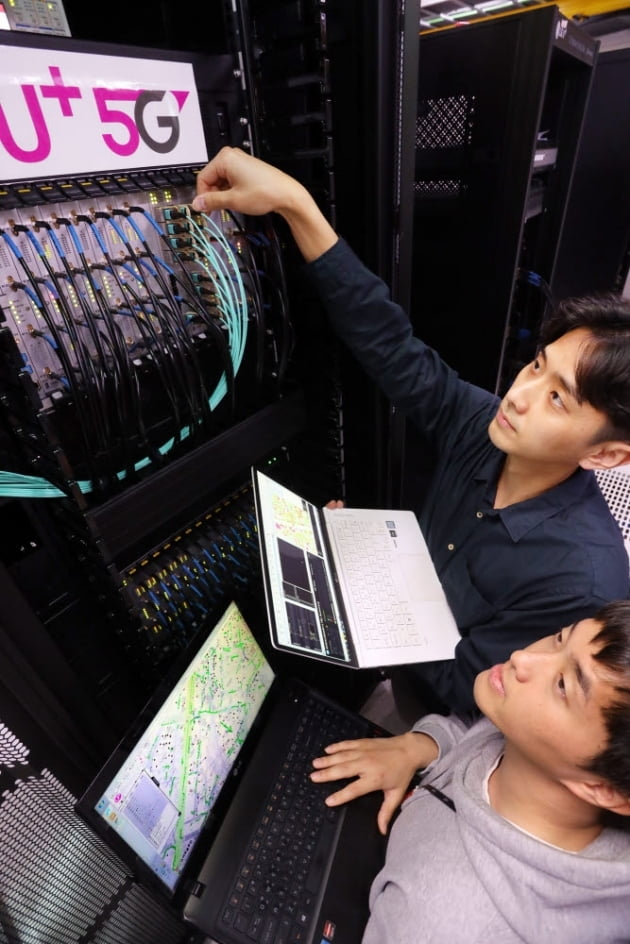 (사진) LG유플러스는 대·중소기업 간 상생 협력의 일환으로 이노와이어리스와 '기지국 검증 자동화 장비(mPTS)'를 공동 개발해 지난해 5세대(5G) 이동통신망에 도입했다. /LG유플러스 제공