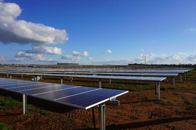 (사진) ATI가 호주에 설치해 가동 중인 태양광 발전 설비의 하부 구조물 등에 포스코의 특수 철강재 포스맥이 적용돼 있다. /포스코 제공