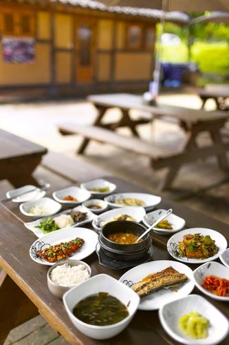 [酒먹방] 너른 평상과 맛깔난 음식…경북 영주 무섬식당