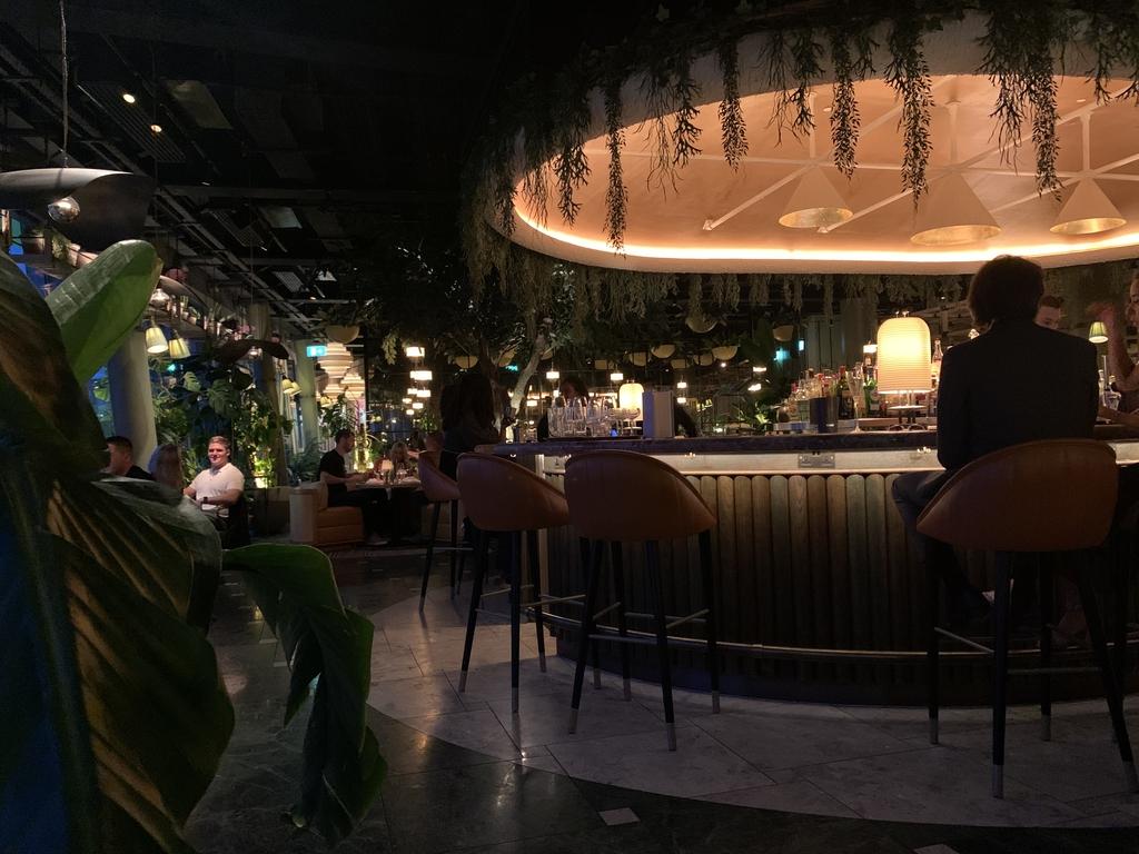 """[특파원 시선] """"문을 못 열 정도"""" 런던 레스토랑 구인난에 '손짓'"""