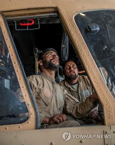 아프간 '아비규환'…탈레반 도심 진군에 공항 공격까지(종합)