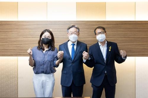 구심점 잃은 친문 분화 가속…불붙은 李·李 구애 경쟁